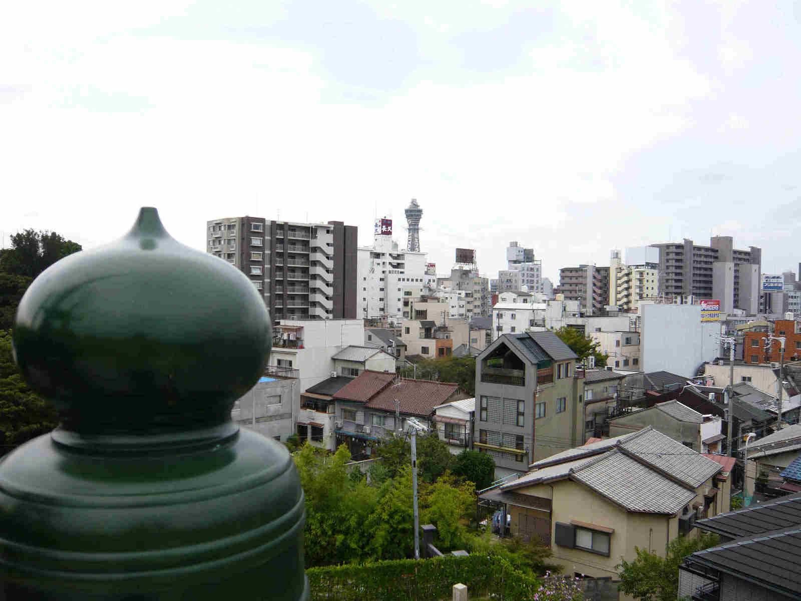 Tsuutenkaku_from_kiyomizu_2