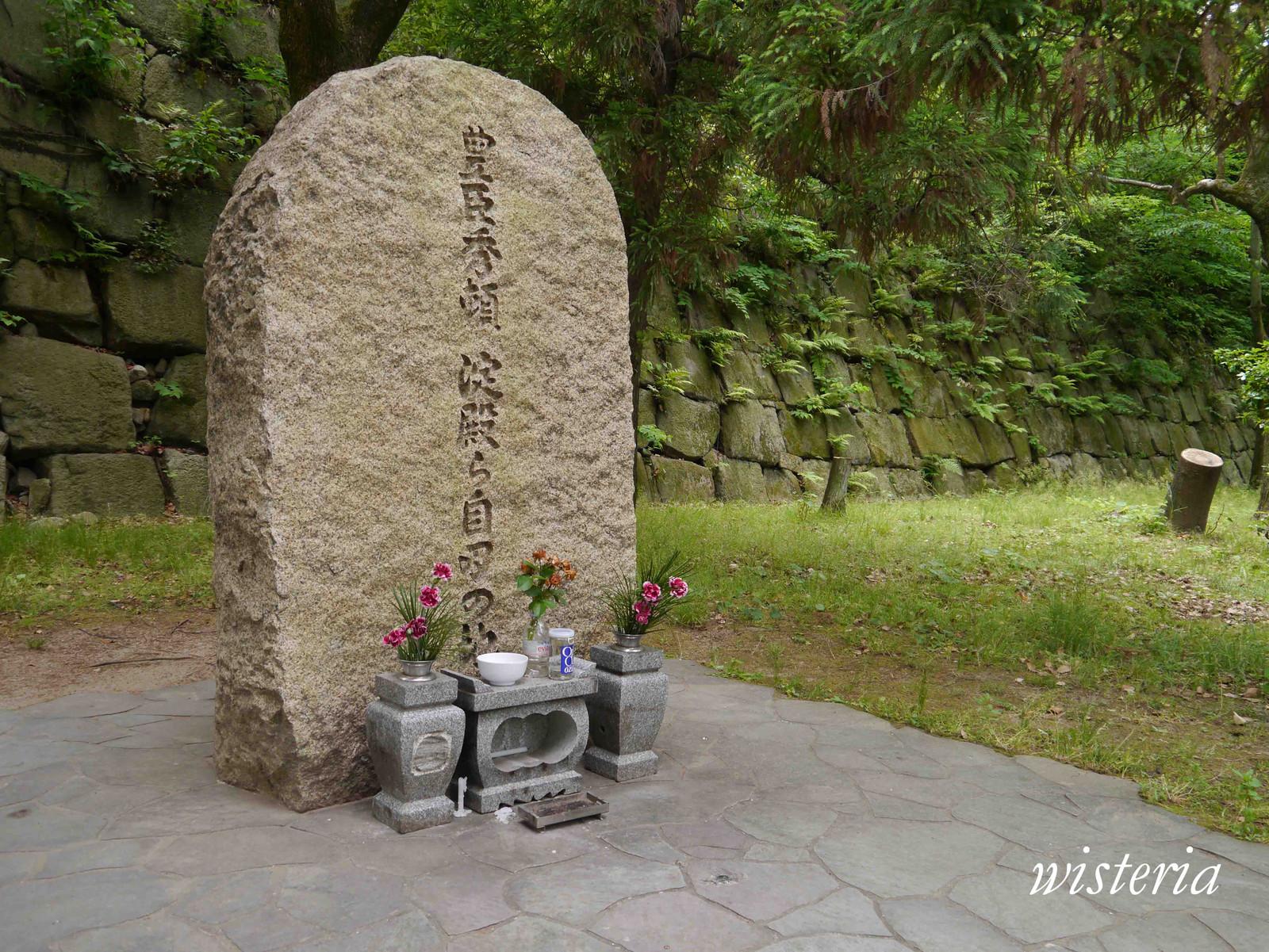 Stone_monument